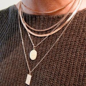 Modelo Collar Doble Medalla Nurhia Accesorios