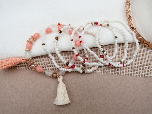 Set de pulseras borla blanca Nurhia Accesorios