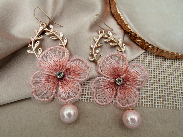 Arete Flor Luz rosado Nurhia Accesorios